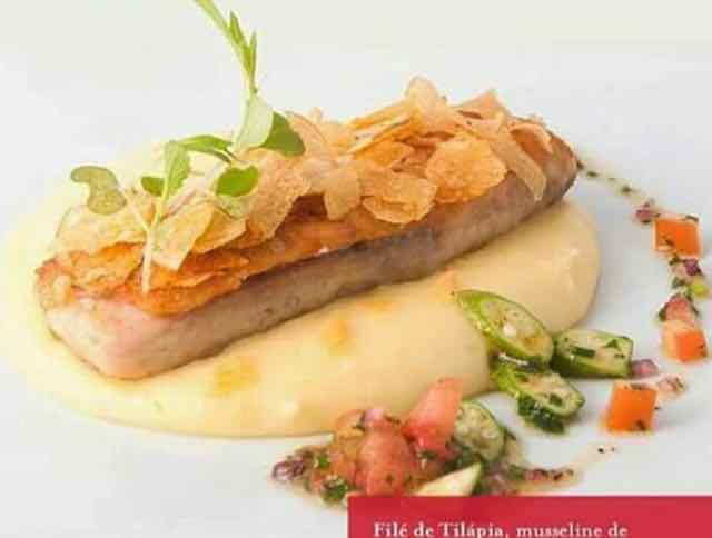 Filé de tilápia com musseline de batata, salsa crocante de batata doce e azeite de gengibre do chef Marco Antônio, do Café Palácio, é um dos pratos